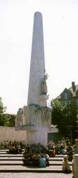 Homomonument, pomník trápeným a zabitým gayům a lesbičkám